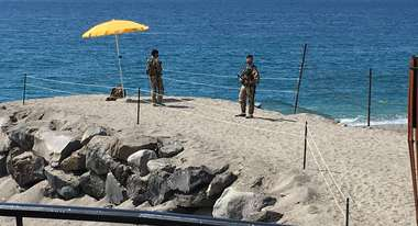 Soldiers guard the beaches in Sicily. Due to G7 Summit restrictions overcrowded boats with suffering refugees were forbidden to land in this area. © Welthungerhilfe