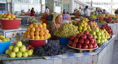 Fruit and vegetable surpluses are sold at the market at good prices.