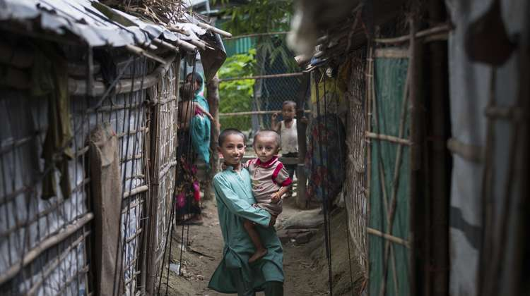Children in camp Leda for Rohingya refugees in Bangladesh (August 2018).