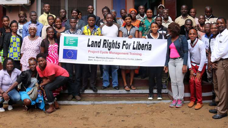 A group of participants of a training, which Welthungerhilfe provided to support the land rights movement in Liberia