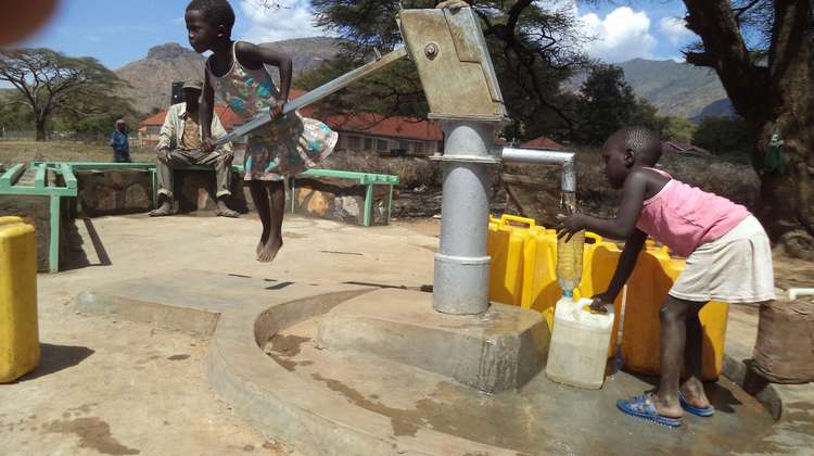 A brand-new drilled well in Moroto provides clean water. The new platform protects canisters from dirt, and the benches make the well a popular gathering place.