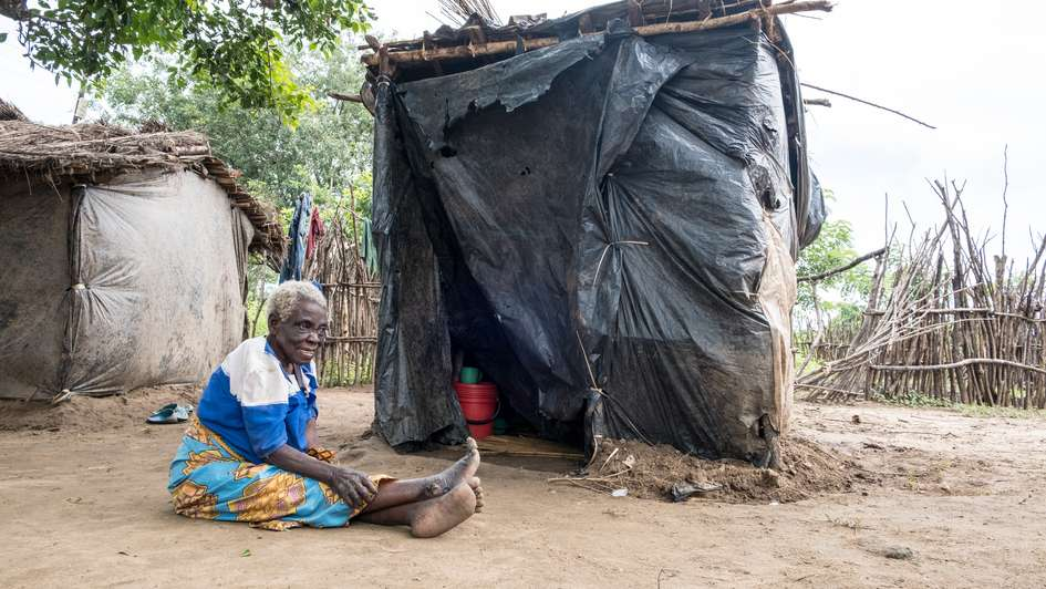 After Cyclone Idai: Juliana has also lost her house and is now living in a temporary emergency shelter.