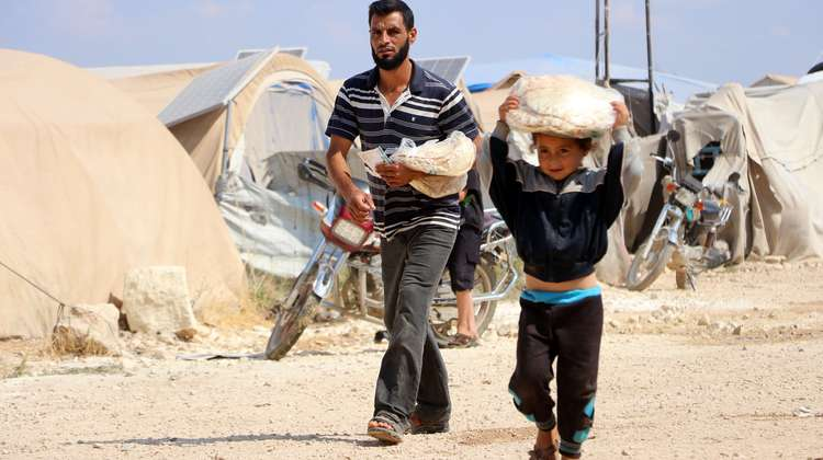 Together with its partner organisation HIHFAD, Welthungerhilfe distributed bread to refugees in Idlib.